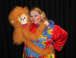 jessica-magicienne-ventriloque-pepe-clown.jpg